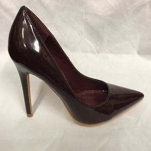 New 4.5 inches pointed heels in chocolate patent